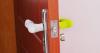 Силиконовая накладка на дверную ручку для защиты деток